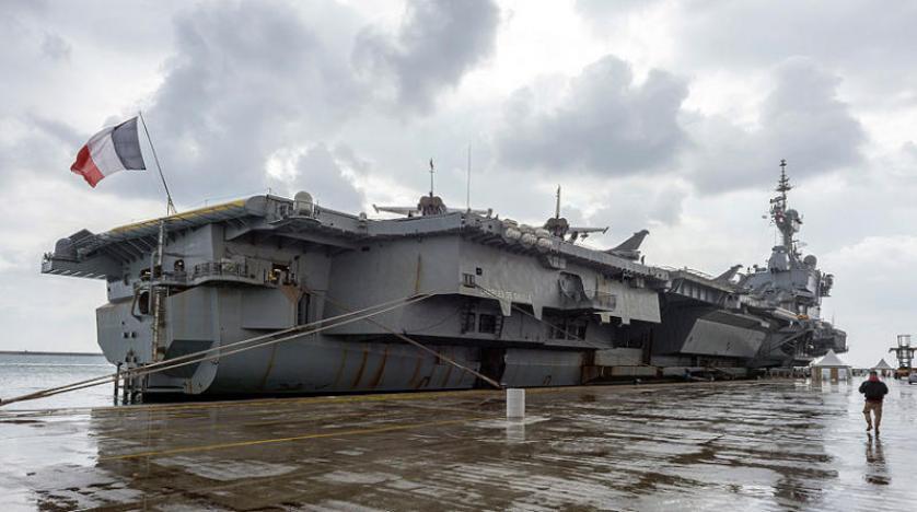 حاملتا الطائرات الأمريكية أيزنهاور والفرنسية شارل ديغول في بحر العرب