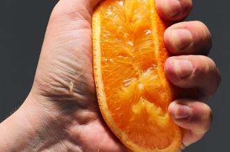 خطر كبير يربط بين عصير البرتقال وسرطان الجلد