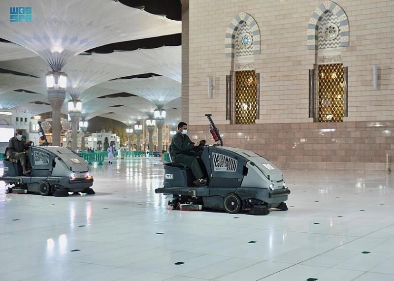 رئاسة المسجد النبوي تكثف جهودها لإزالة آثار الأمطار - المواطن