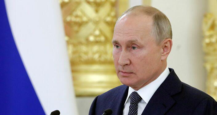 رئيس وزراء يخطأ ويدعو بوتين برئيس فرنسا ! (2)