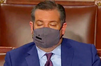 سيناتور أمريكي يغفو أثناء حديث بايدن في الكونغرس !