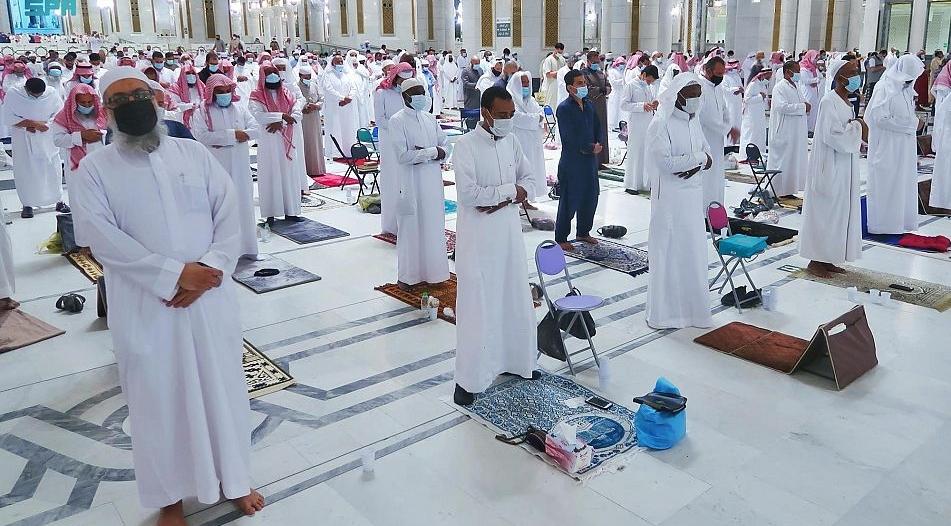 السديس: صلاة التهجد في المسجد الحرام الساعة 12:45