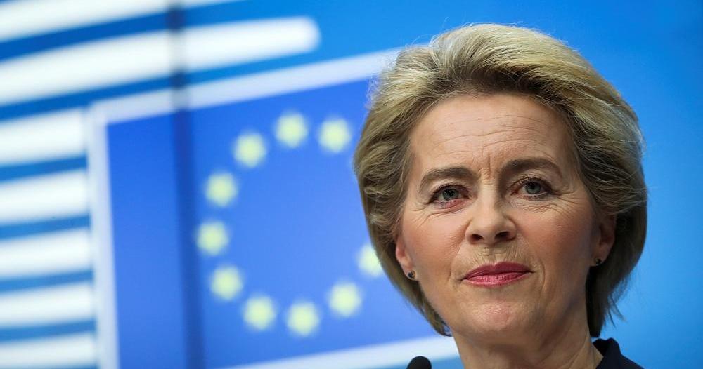 فيديو.. رئيسة المفوضية الأوروبية تتعرض لموقف محرج !