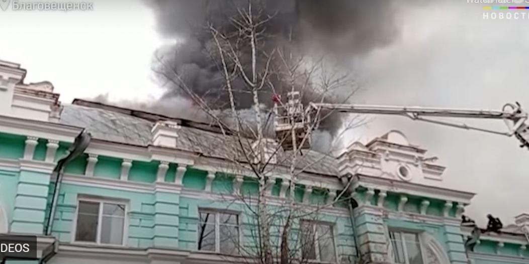 فيديو.. أطباء روس يجرون عملية قلب مفتوح أثناء احتراق المستشفى