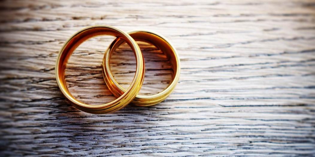 موظف بنك يتزوج 4 مرات في 37 يومًا لسبب غريب