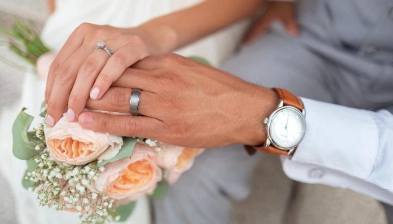 موظف بنك يتزوج 4 مرات في 37 يومًا