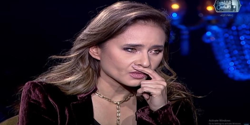 نيللي كريم تبكي على الهواء: هذه أصعب لحظة مؤلمة في حياتي