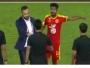 يوسف المناعي مع حكام مباراة القادسية والرائد
