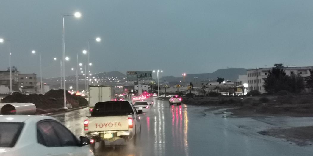 """أمطار غزيرة على أبها و""""المواطن"""" توثق الحالة"""