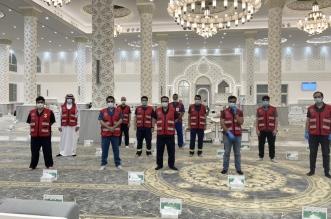 30 متطوع يشاركون في فرز وتنظيم المصلين في حفرالباطن