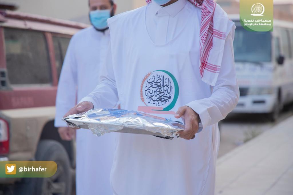 بر حفر الباطن توزع 1400 وجبة يومياً لإفطار الصائمين