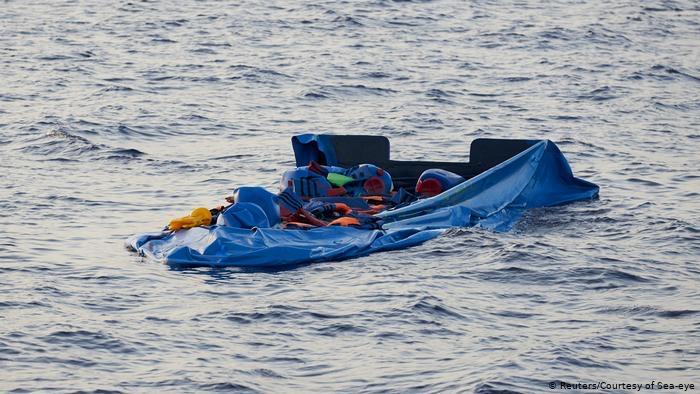 10 جثث طافية بعد غرق زورق مهاجرين قبالة سواحل ليبيا