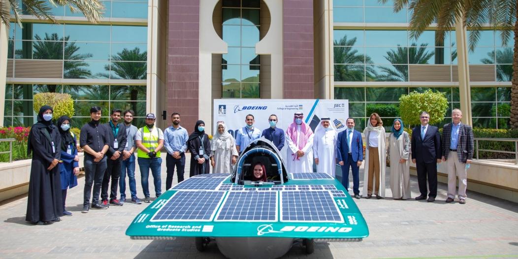 جامعة الفيصل تكشف عن أول سيارة من إنتاجها تعمل بالطاقة الشمسية