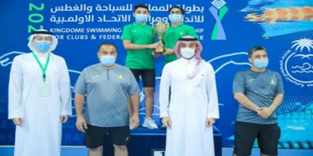 وزير الرياضة يُتوج الفائزين بـ بطولة السباحة