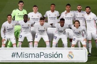 كاسيميرو مع لاعبي ريال مدريد