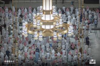 جموع المصلين يؤدون صلاة تراويح الليلة الرابعة من شهر رمضان - المواطن