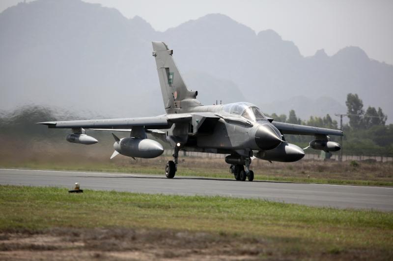اللواء العتيبي يزور القوات السعودية المشاركة في مناورات التفوق الجوي بباكستان - المواطن