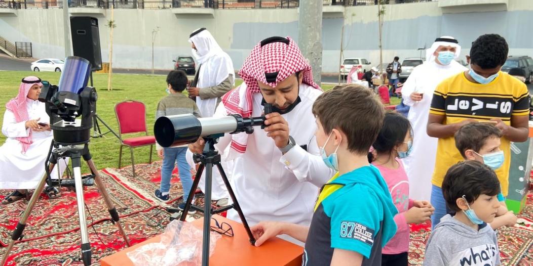 طلاب عسير يرصدون هلال رمضان فلكياً