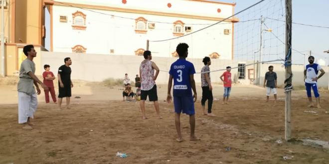 علاقة خاصة تجمع شباب صامطة والكرة الطائرة في رمضان - المواطن