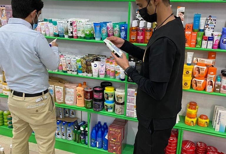 ضبط محل عطارة يسوق مستحضرات غير مرخصة في عسير