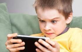 مخاطر عديدة للجوال على عين الأطفال - المواطن