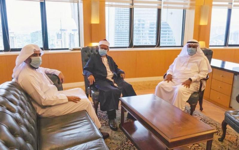 الشؤون الإسلامية توزع هدية الملك سلمان من التمور في ماليزيا - المواطن