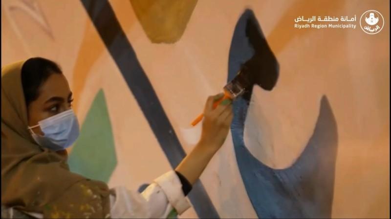 أمانة الرياض تجمل أحد أنفاق العاصمة بالتعاون مع رسامين سعوديين