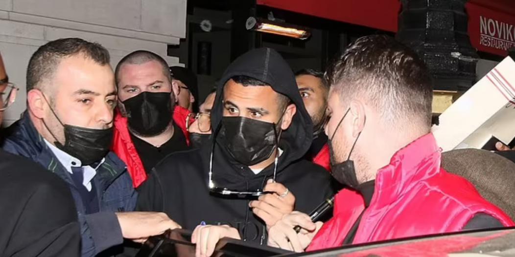 اللاعب رياض محرز يتعرض لاعتداء في لندن