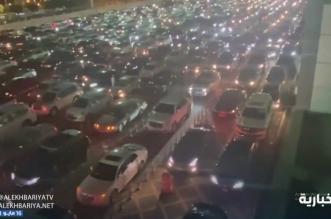 زحام لافت قبل دقائق من فتح منفذ جسر الملك فهد للسفر إلى البحرين - المواطن
