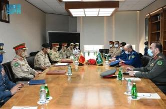الفريق الرويلي يستعرض العلاقات الثنائية مع القائد العام لقوة دفاع البحرين - المواطن
