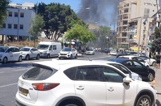 سقوط صواريخ بمحيط تل أبيب ومقتل إسرائيلي وإصابة آخرين - المواطن