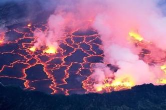 شاهد بركان نيراجونجو يغمر منازل مواطني الكونغو