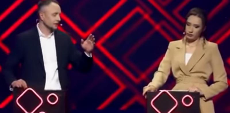 شاهد سياسيان يتبادلان اللكمات على الهواء مباشرةً !