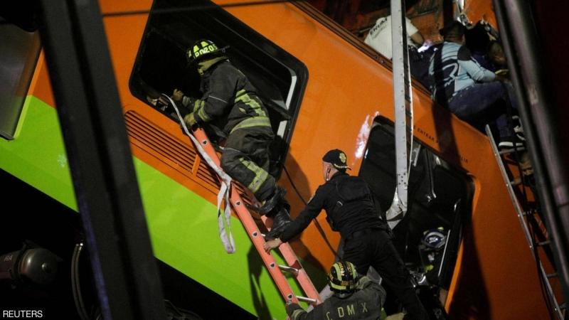 شاهد لحظة انهيار جسر مر من فوقه قطار بالمكسيك (3)