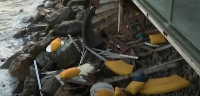شاهد لحظة انهيار شرفة منزل مليئة بالسكان
