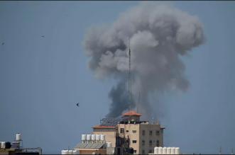 شاهد لحظة تدمير أحد البنوك في غزة