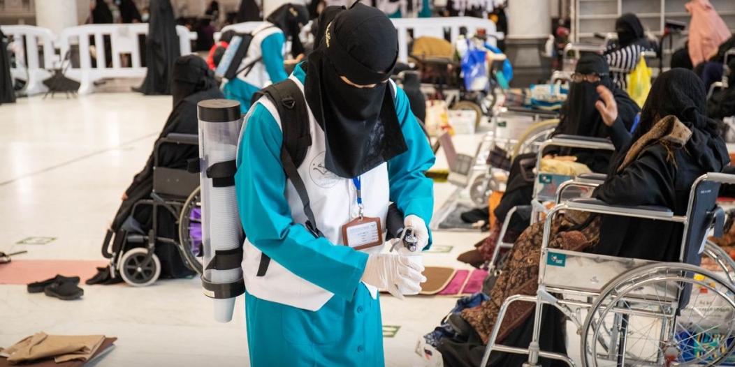 توزيع 70 ألف عبوة ماء زمزم على مصليات النساء في المسجد الحرام