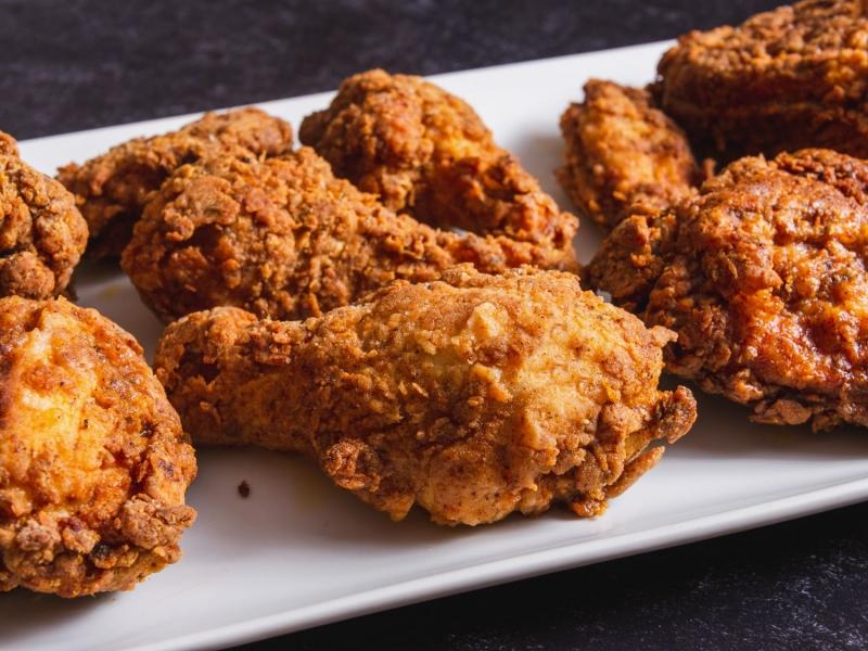 ماذا يحدث في جسدك عند تناول الدجاج فقط ؟