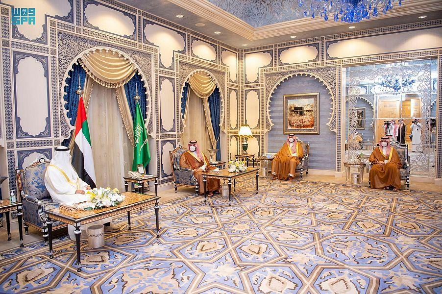 محمد بن سلمان يجتمع بولي عهد أبو ظبي ويستعرضان العلاقات الأخوية
