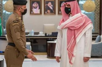 وزير الداخلية يستقبل محمد الزهراني المتصدي لمعتدي منبر الحرم المكي - المواطن