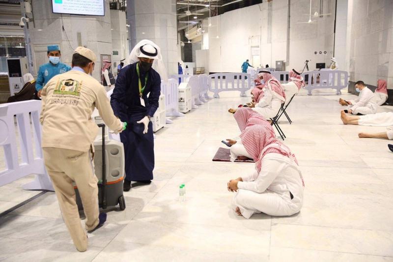 المسجد الحرام يستعد لاستقبال العشر الأواخر بالتطهير والسقيا والخدمات المتكاملة - المواطن