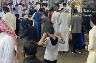 إقبال المتسوقين على أسواق البلد بخميس مشيط استعدادًا لعيد الفطر - المواطن