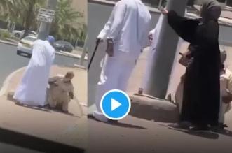 فزعة مواطنة كويتية للدفاع عن مسن تعرض للإهانة والضرب والركل - المواطن