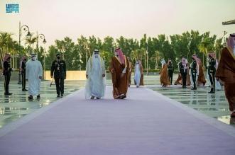 محمد بن سلمان يستقبل سمو ولي عهد أبو ظبي بمطار الملك عبدالعزيز الدولي
