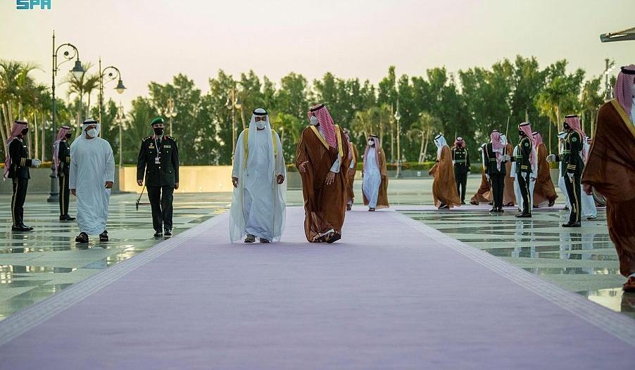 محمد بن سلمان يستقبل ولي عهد أبو ظبي بمطار الملك عبدالعزيز