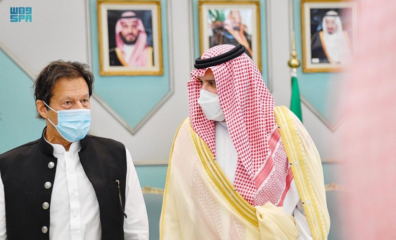 رئيس وزراء باكستان يصل إلى المدينة المنورة - المواطن