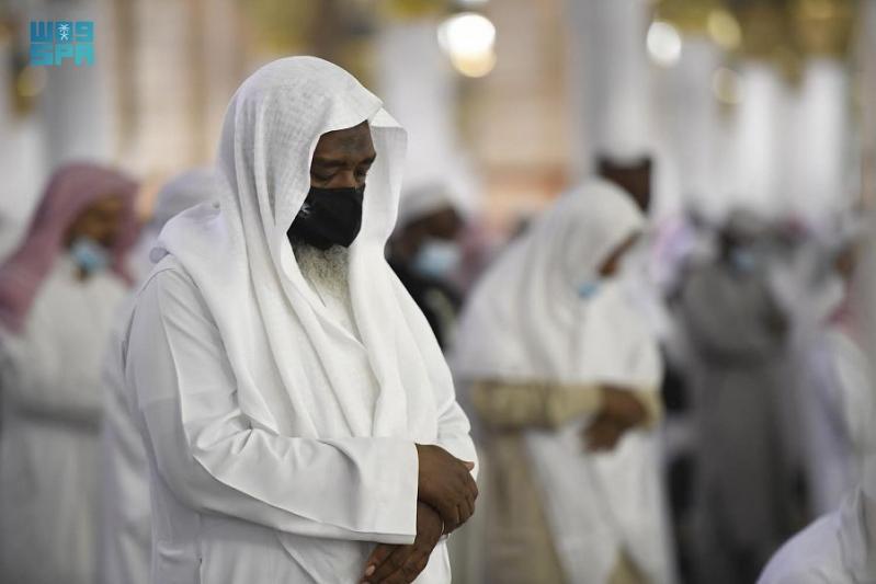لقطات لجموع المصلين يؤدون صلاة القيام ليلة 27 في المسجد النبوي - المواطن