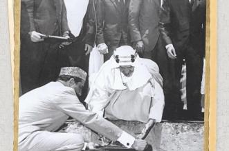 صورة تاريخية.. الملك فيصل يضع حجر الأساس لمسجده في إسلام آباد قبل 55 عاماً - المواطن