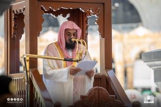الشيخ سعود الشريم يغالب دموعه في وداع رمضان - المواطن