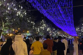 تزاحم الزوار بشارع الفن بأبها وتجاهل البعض تطبيق التباعد - المواطن